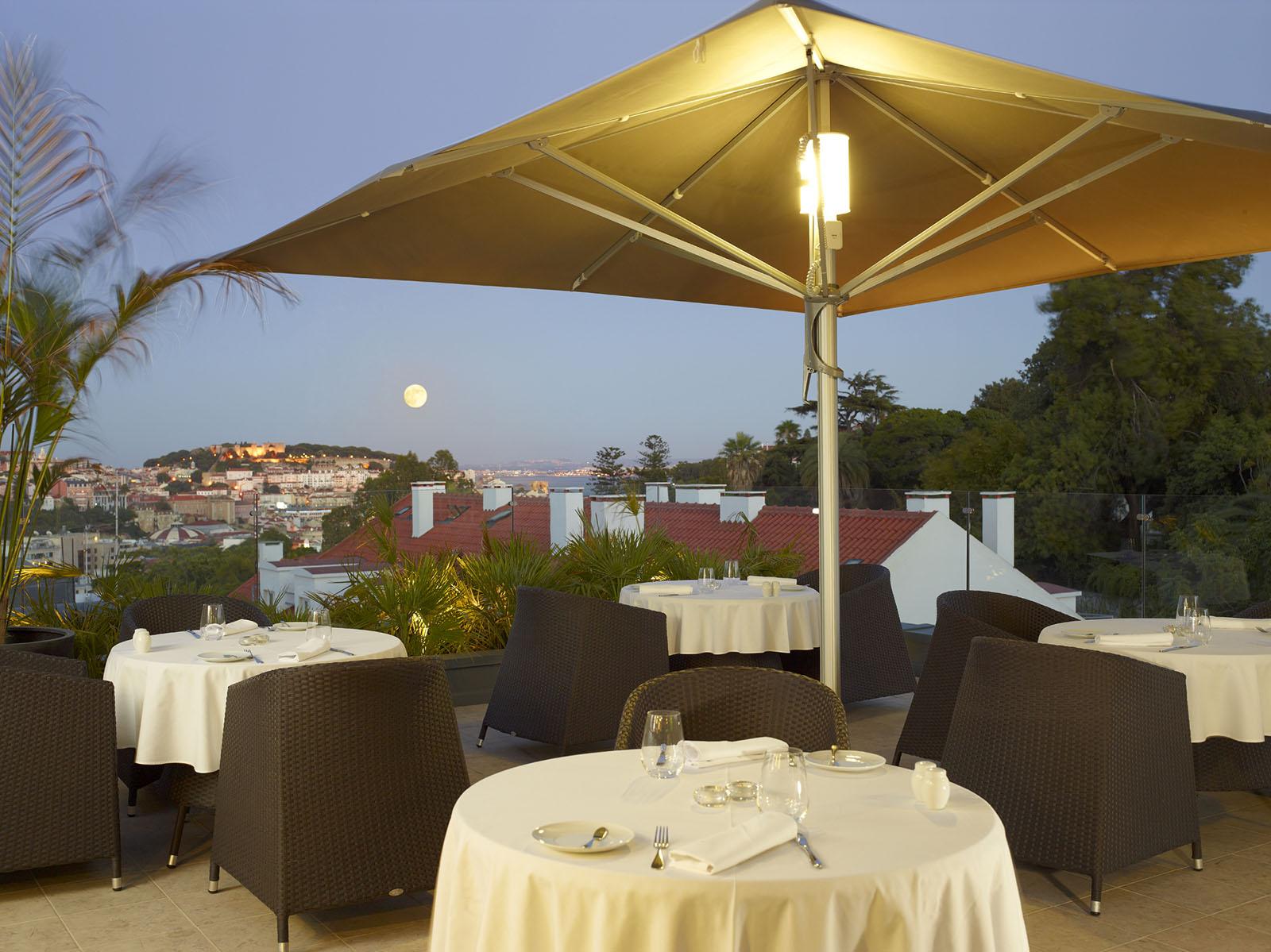Rooftop palco para Sunsets e refeições à La Carte