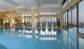 piscina interior e exterior