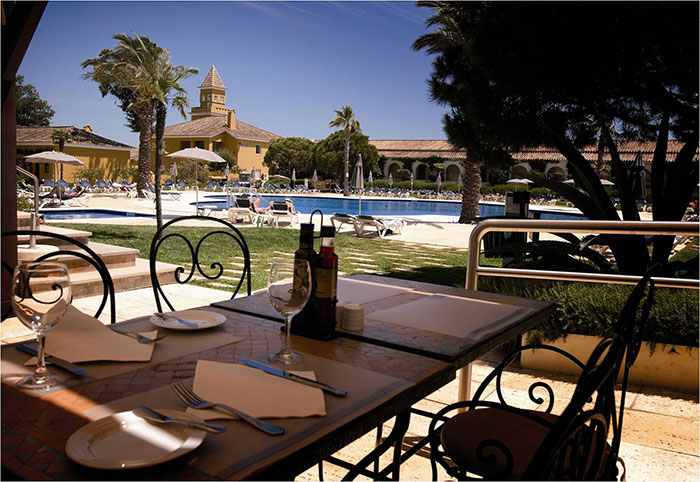 Vila Galé Albacora - bar piscina 700