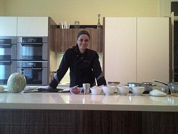 monica na cozinha 350