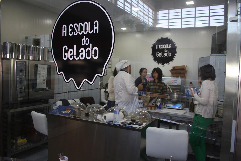 A Escola do Gelado ensina a fazer gelados artesanais