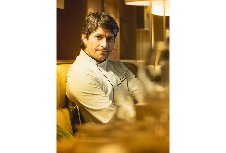 Cozinha do Gastrô Bar & Kitchen com a mão do Chef António Vieira