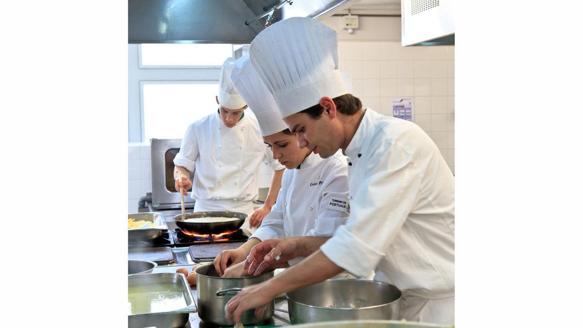 2.500 refeições nas Escolas do Turismo de Portugal